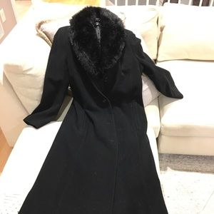 Ankle length wool coat with faux fur trim
